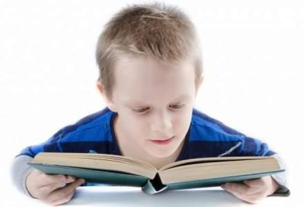Manualele digitale se lasa asteptate; elevii din clasele I si a II-a vor folosi vechile manuale