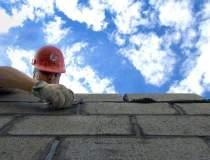 Pericol: Piata constructiilor...
