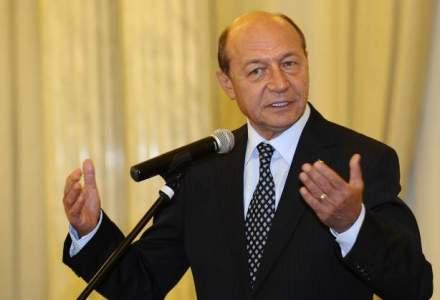 Traian Basescu vrea ca Guvernul sa preia rafinaria Lukoil daca rusii nu reiau productia
