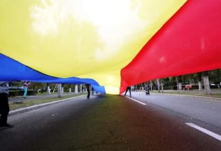 Peste 3.000 de persoane participa in Capitala la un mars pentru unirea Romaniei cu Republica Moldova
