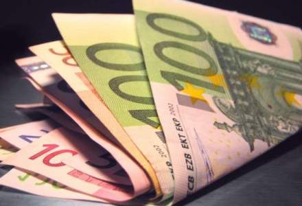 Cursul anuntat de BNR a ramas neschimbat fata de vineri, usor peste 4,4 lei/euro