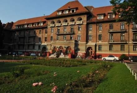 Hotel Triumf, blocul functionarilor BNR in perioada interbelica, scos la vanzare pentru 19,6 mil. euro de RA-APPS