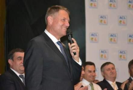 Klaus Iohannis, felicitat de Porosenko si invitat in Ucraina pentru o vizita oficiala