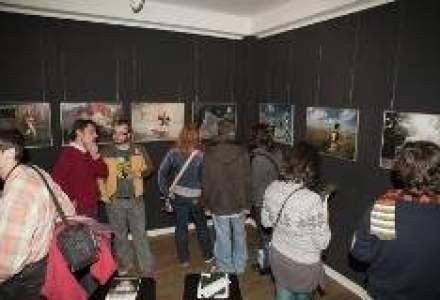 Contact Lenses, succesiune de expozitii fotografice