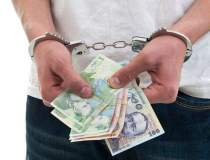 Patru mandate de arestare in...