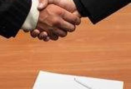 Intesa Sanpaolo isi vinde divizia de banca custode pentru peste 1,5 mld. euro
