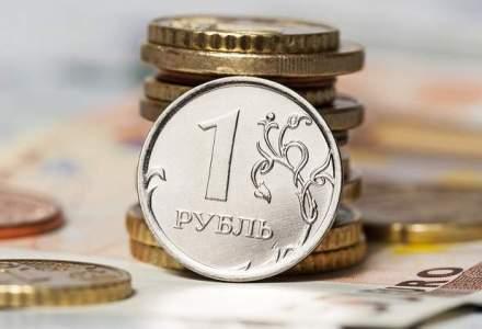 Rusia: Rubla isi revine treptat, dar problemele economice raman
