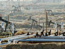 Petrolul se mentine la peste...