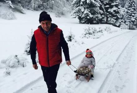 Un bunic tractiune: Basescu, alaturi de nepotica sa la sanius