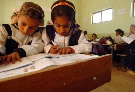 Propunere legislativa: Familiile nevoiase, fara ajutoare sociale daca nu isi trimit copiii la scoala