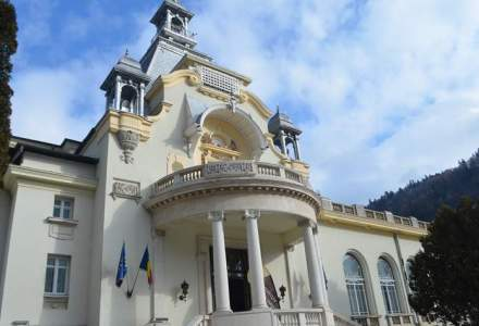 O vizita in trecut la Cazinoul Sinaia. Regele Carol I aduna aici 700 de persoane in fiecare seara