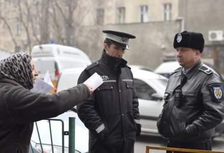 Mitingul politistilor locali: se pregateste greva generala. Politisti au avut masti Anonymous