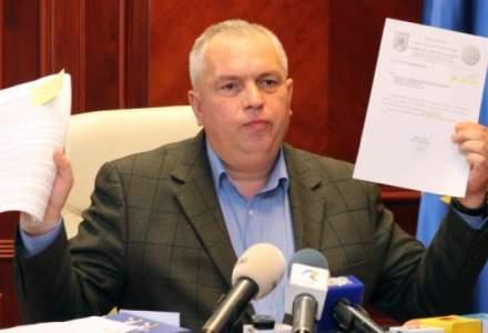 Nicusor Constantinescu, scos cu mascatii din sediul CJ