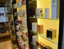 Retailer de parfumuri, de la...