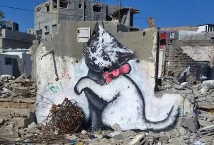 Banksy duce arta graffiti in Fasia Gaza: Ne pasa mai mult de pisici decat de suferinta umana