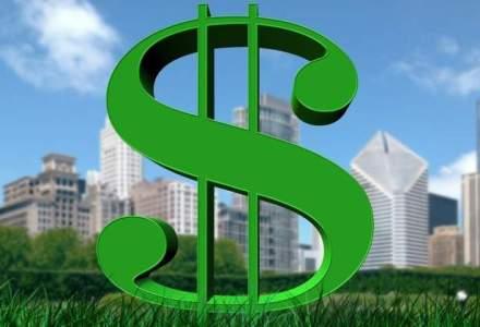 Dolarul atinge un nou record, de aproape 4,05 lei