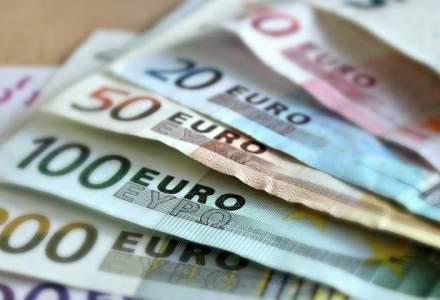 Dolarul a atins un nou record, de 4,2107 lei, in timp ce euro a scazut