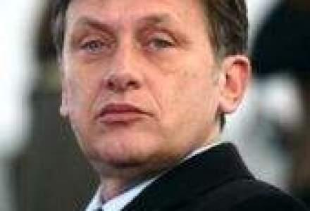 Crin Antonescu castiga un nou mandat la sefia PNL
