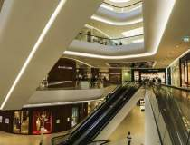 Mall-urile din Bucuresti vand...