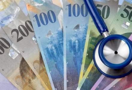 Premiera in procese cu bancile: un bucurestean a obtinut suspendarea platii ratelor in franci elvetieni