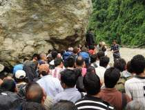 CUTREMUR IN NEPAL. Alex...