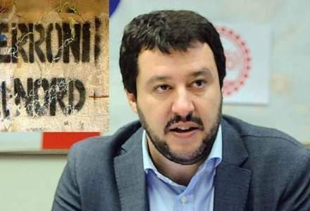 Matteo Salvini, liderul Ligii Nordului, atacat de protestatari cu rosii, oua si sticle