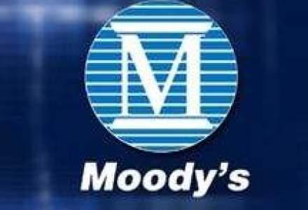 Moody's a coborat ratingurile a cinci banci grecesti