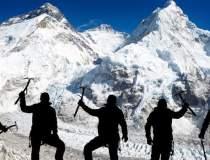Cadavrele a 100 de alpinisti,...