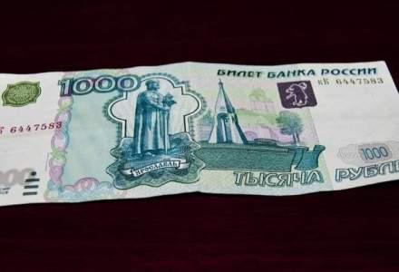 Centrele comerciale din zonele de conflict din Ucraina au inceput sa accepte rubla rusa