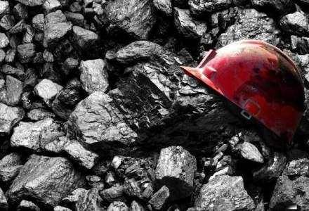 Proteste in Valea Jiului, ziua 2: Minerii de la Livezeni s-au blocat in subteran, cei de la Lupeni si Lonea protesteaza in curtea CEH