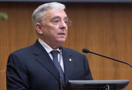 Mugur Isarescu: De la crestere economica pana la buzunarul oamenilor e drum lung; venitul disponibil e cheia