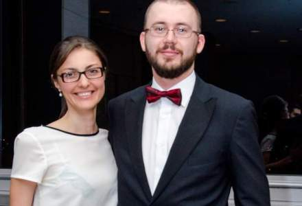 Business unic in tara: ei fac zeci de mii de euro pentru ca ajuta tinerii romani cu studii in strainatate sa lucreze in Romania