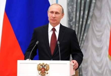 """John Kerry il acuza pe Putin de """"joc dublu"""" si avertizeaza cu privire la o intoarcere la Razboiul Rece"""