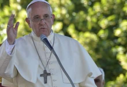 Papa Francisc: Economia ar trebui sa isi diminueze cresterea in unele parti ale lumii