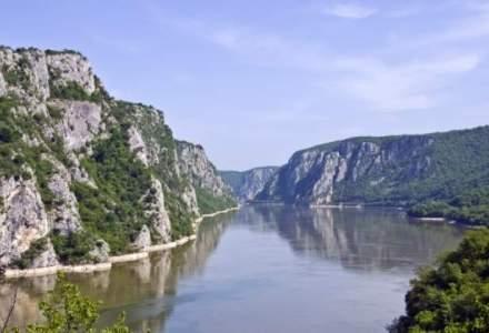 Un bibliotecar din Petrosani vrea sa traverseze inot Canalul Manecii