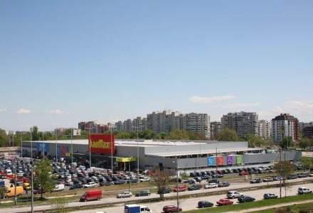 Baumax se vinde pe bucati: Leroy Merlin vrea sa cumpere mai multe magazine din Austria