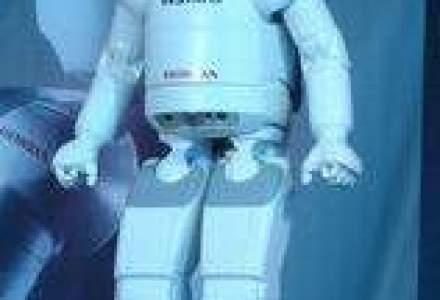 VIDEO - Robotul umanoid creat de Honda, Asimo, a fost prezentat in Romania
