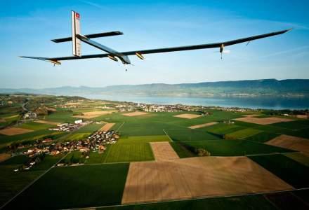 Record: un avion solar a reusit performanta de a zbura cinci zile fara oprire