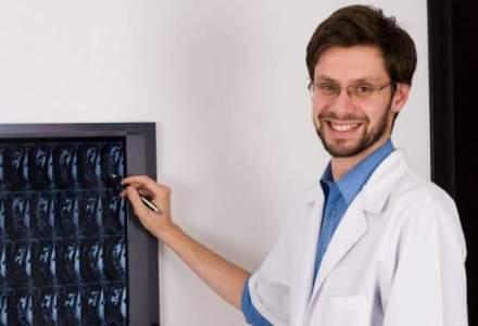 Medicul care a refuzat un salariu de 100.000 de euro pentru a-si implini visul in tara