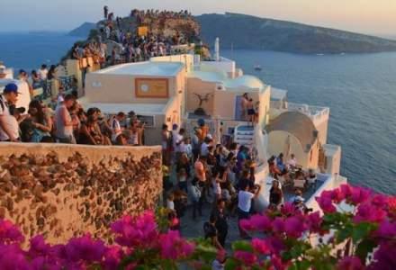 """Din Grecia, in saptamana de foc: criza este doar la televizor, iar """"cozile la bancomate"""" sunt de fapt la pozat apusul"""