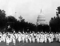 Membri ai Ku Klux Klan au...