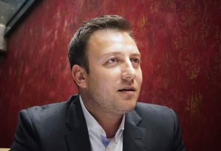 La masa cu Iordan Parfenie, tanarul roman care a ajuns vicepresedintele Bank Gutmann. Lectii de viata de la un bancher personal