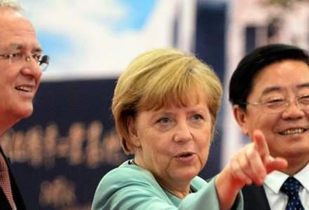 Angela Merkel: Zona euro va analiza restructurarea datoriilor Greciei, cu conditia respectarii acordului