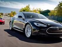 Tesla Model S rupe o noua...