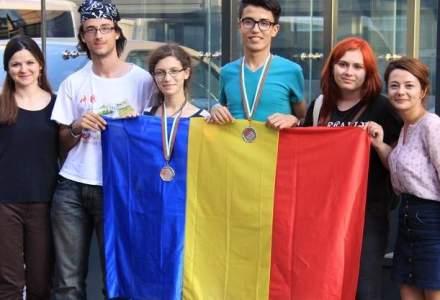Doua medalii de argint pentru elevii romani participanti la Olimpiada Internationala de Lingvistica