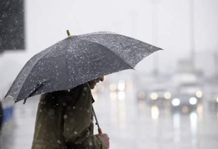 Codul galben de ploi si vijelii, prelungit pana miercuri seara, in 31 de judete