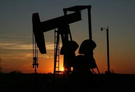 Petrol Brent scade sub 45 dolari pe baril, pentru prima oara in sase ani si jumatate