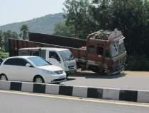 Accident in lant intre trei...