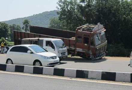 Accident in lant intre trei autoturisme, doua camioane si un microbuz, pe DN1 in Bihor