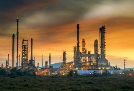 Goldman taie din nou tinta de pret pentru petrol si vorbeste despre baril la 20 de dolari